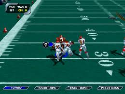 Running plays in NFL Blitz 2000. Just look at those spectacular graphics! Photo by arcade-history.com.