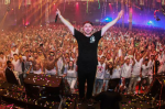Borgeous taking a photo with the fans. Photo courtesy of turnupthebass.net